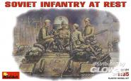 Sowj. Panzerbesatzung bei der Pause bei der Pause