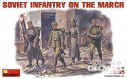 Sowjetische Infanterie marschierend