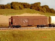 Gedecketer Güterwagen, modernisiert, Metalltür, Bremserstand